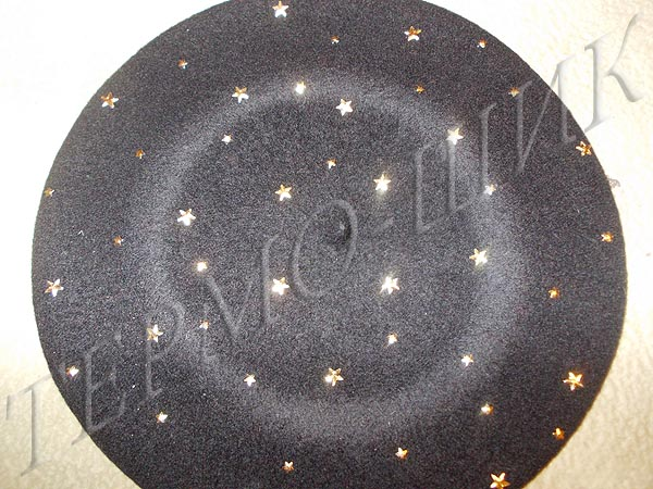 Чёрный берет с россыпью страз звёздочек-металликов
