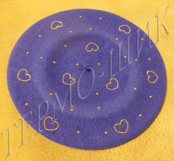 Фиолетовый берет с россыпью сердечек из страз