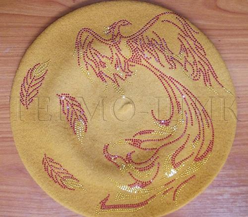Берет песочного цвета с жар-птицей из страз
