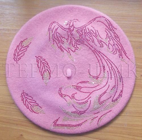 Розовый берет с жар-птицей из страз