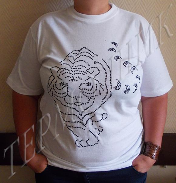 Белая футболка с тигром из страз